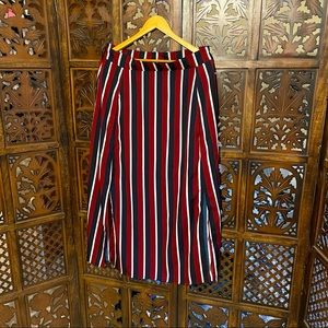 Striped skirt with slits and pockets